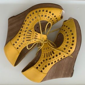 Yellow laser cut wedges with laces